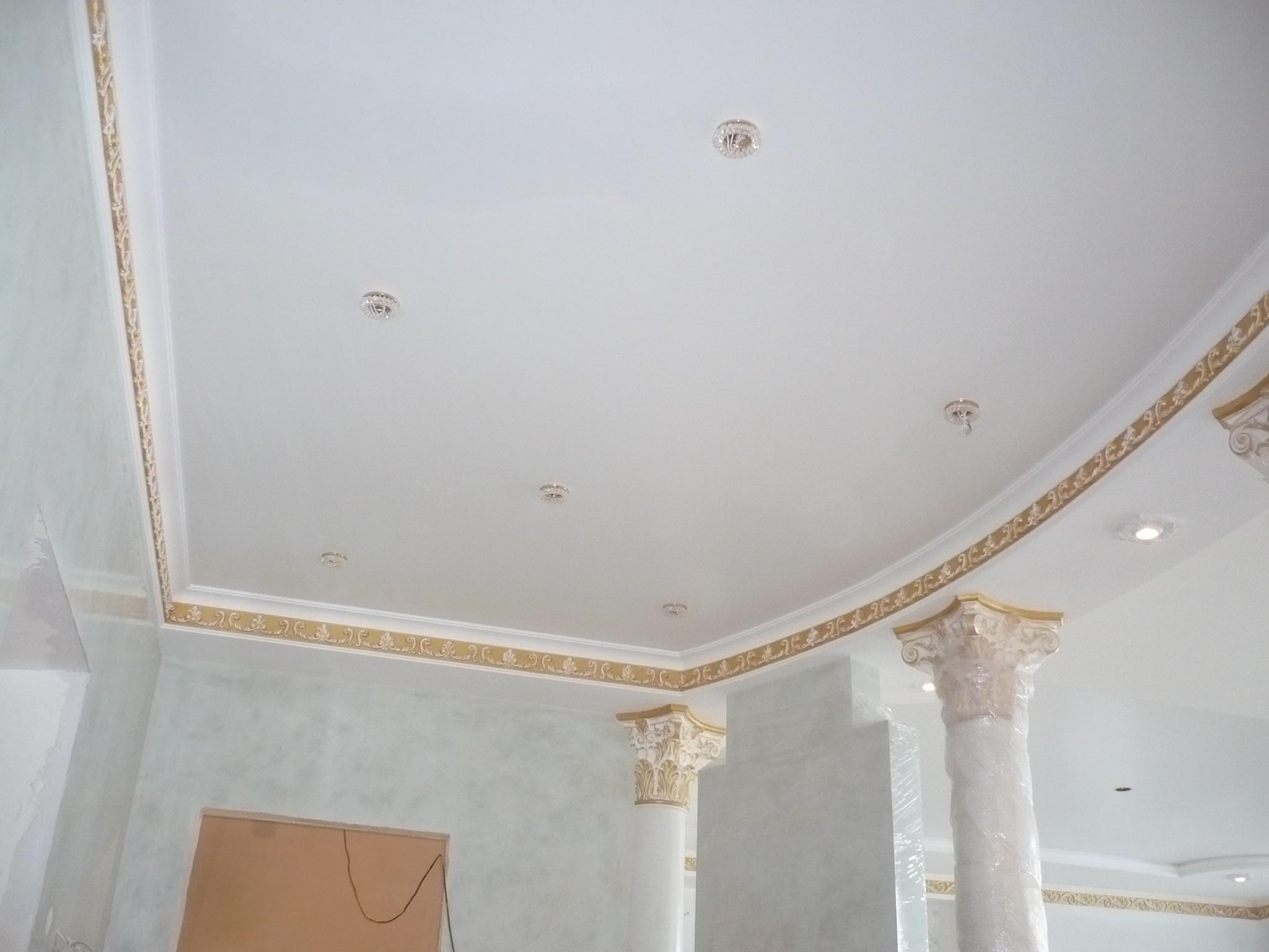 Акустический потолок в классическом стиле