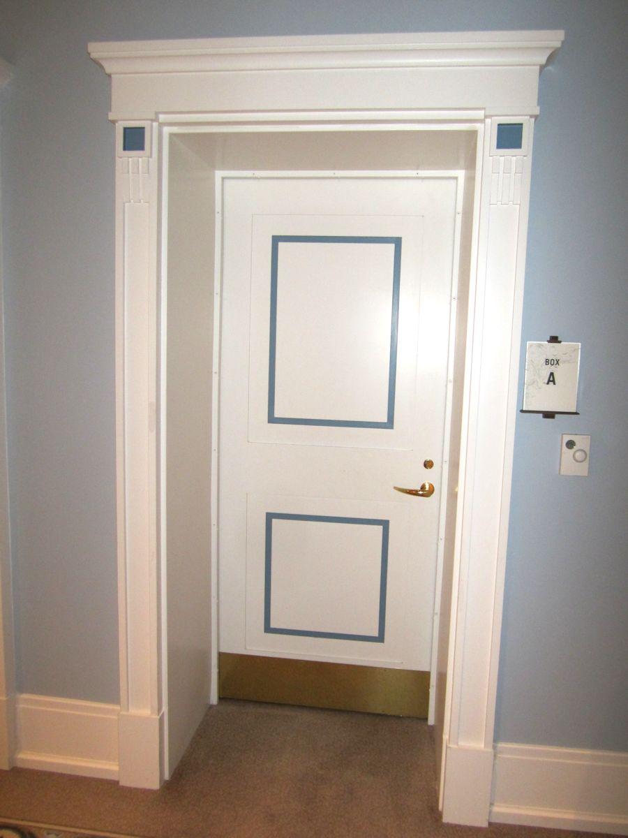 Откосы на двери в классическом стиле