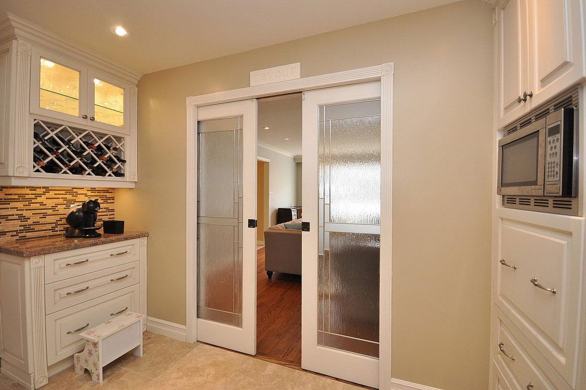 Кухонная дверь в классическом стиле