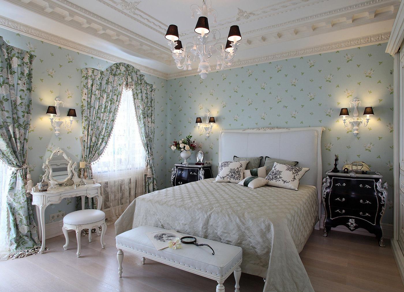 Голубые шторы в классическом стиле