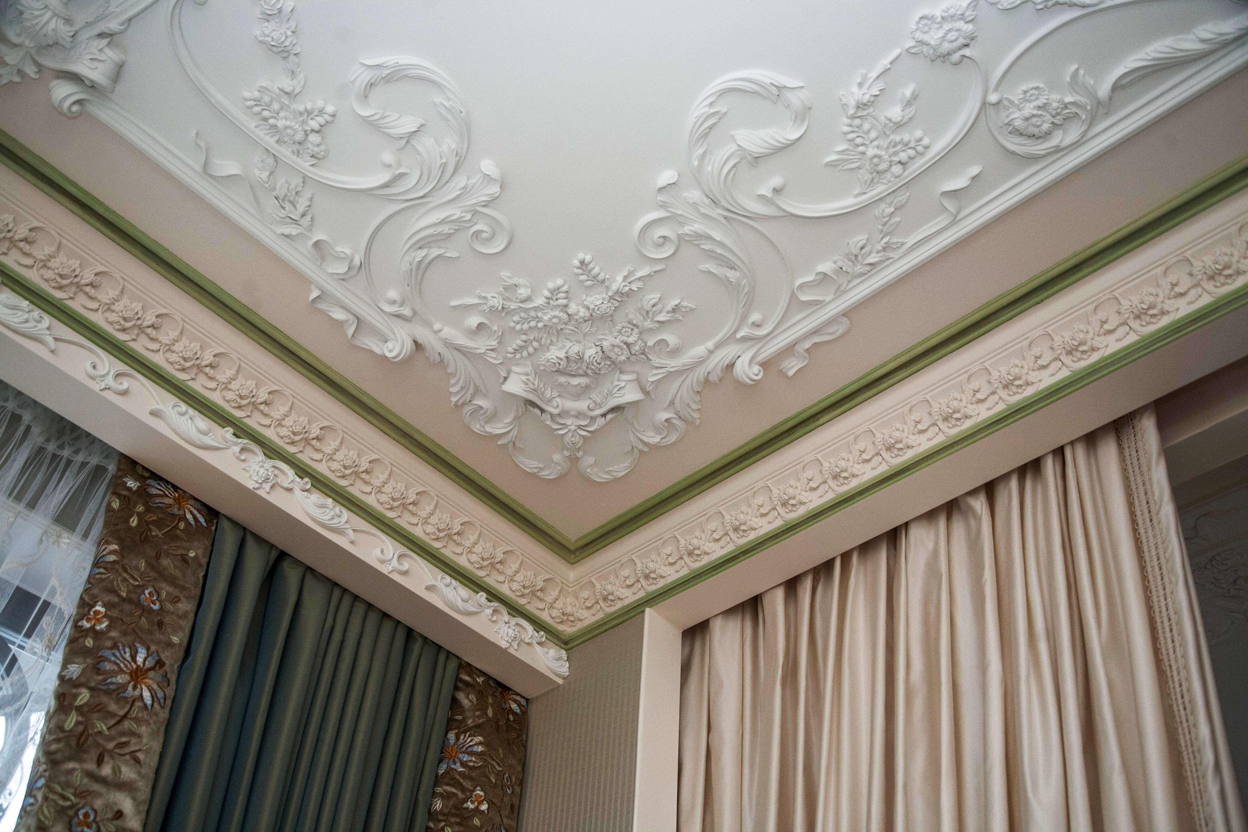 Гипсовый потолок в классическом стиле