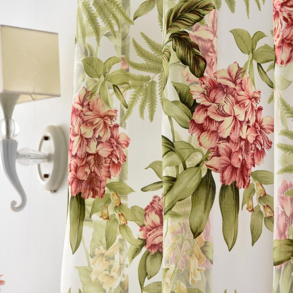 Зеленые шторы с цветочным рисунком