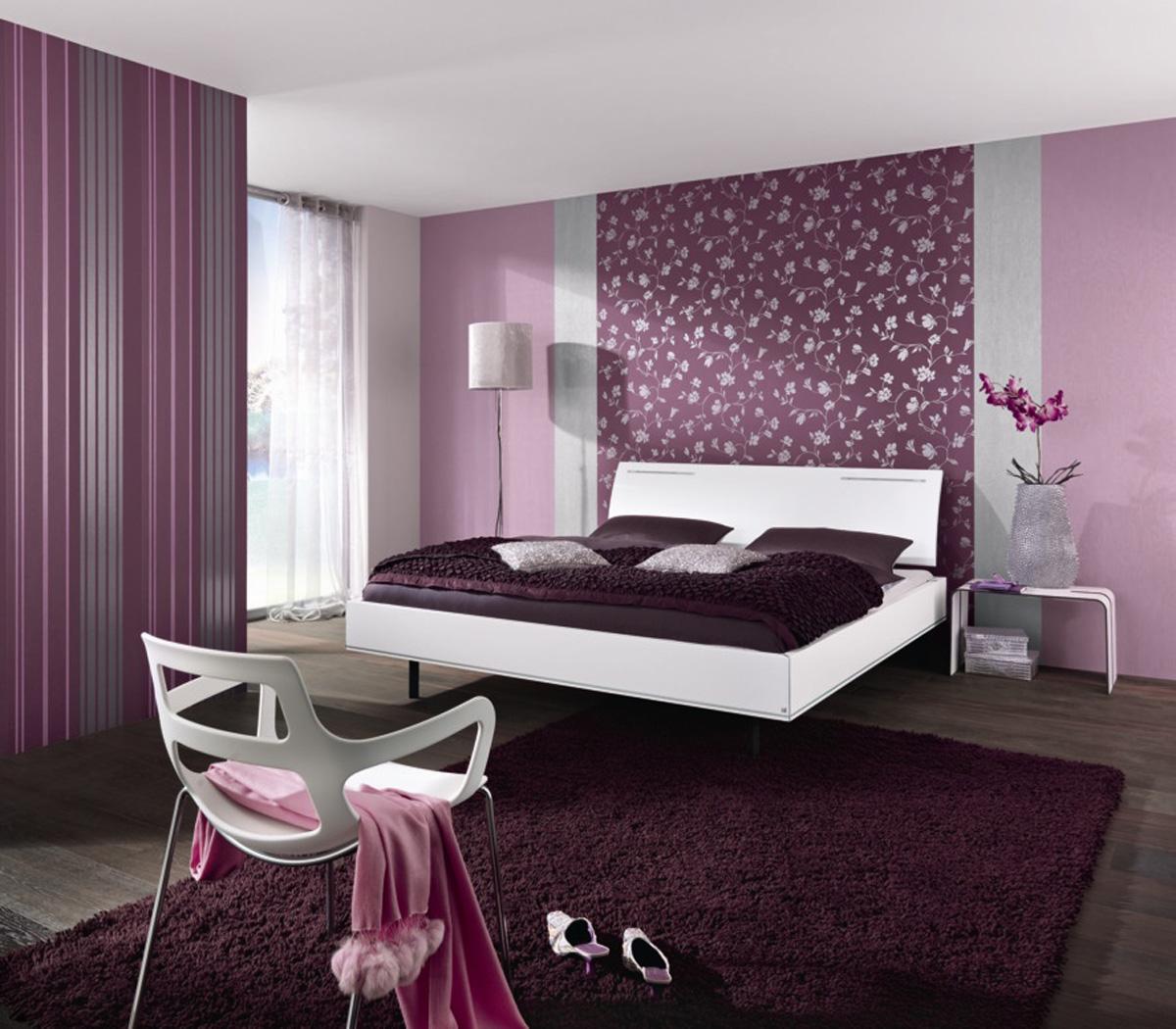 Фиолетовые обои с цветочным рисунком