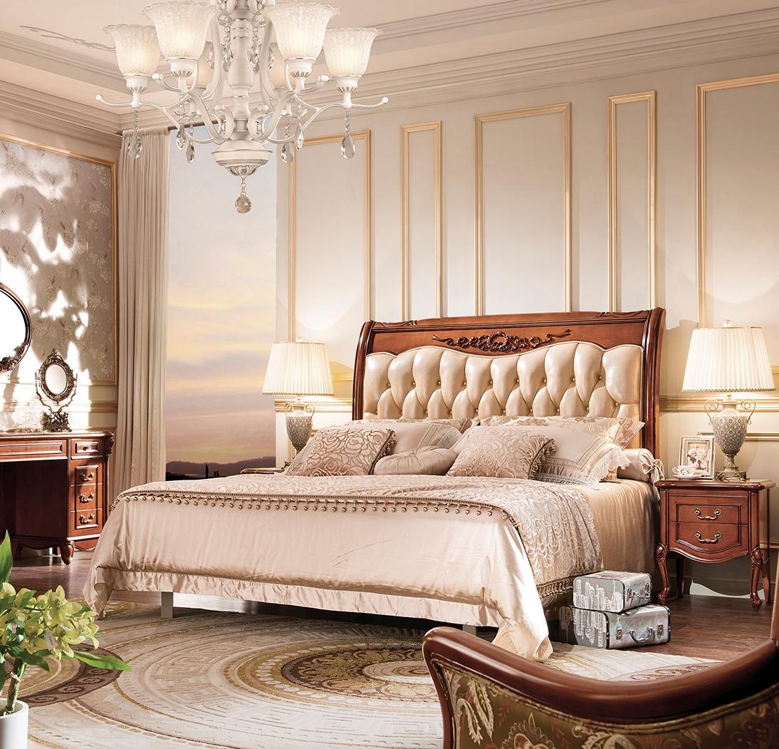Кровать из массива ореха с декором