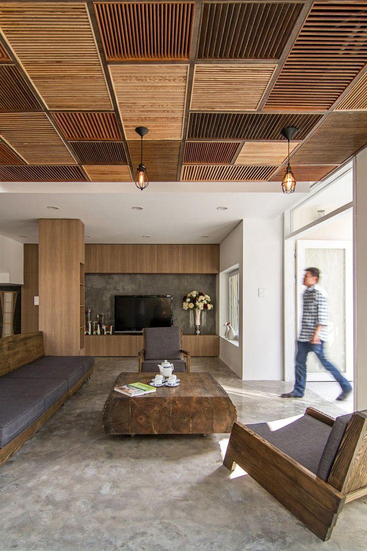 Декор на коричневом потолке