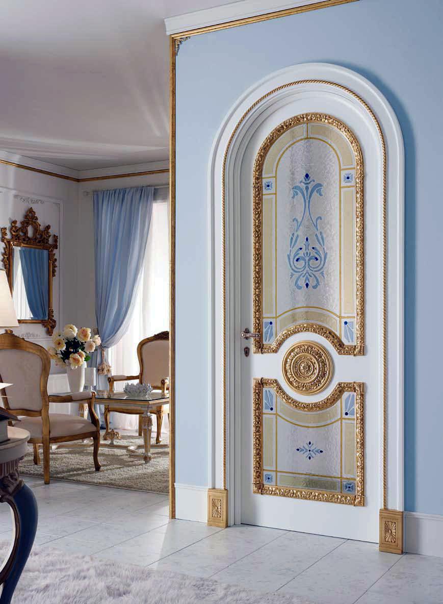 Арочная дверь с декором