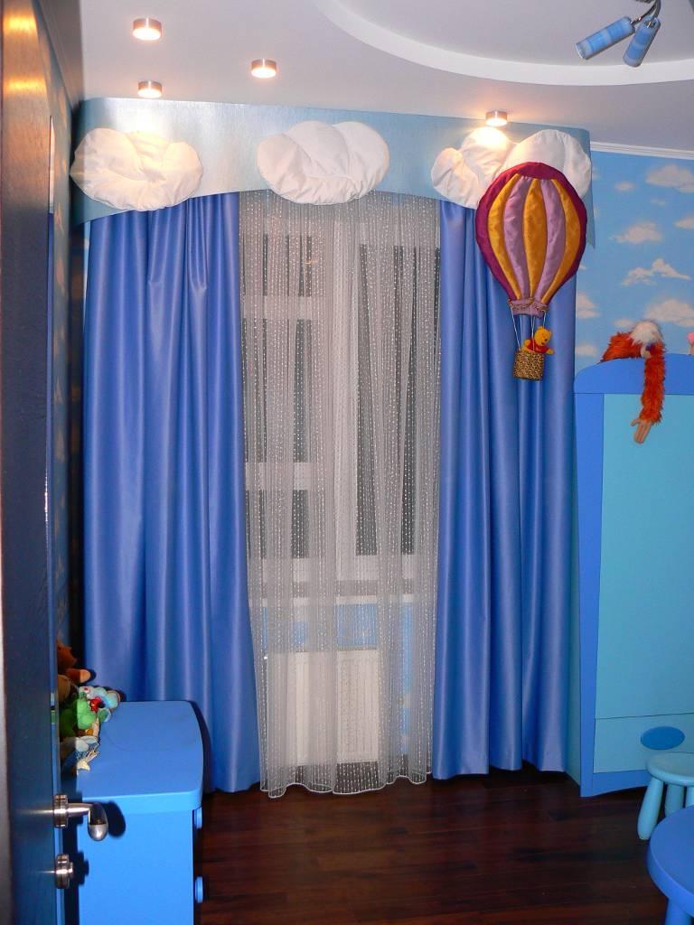 Шторы для комнаты мальчика с декором