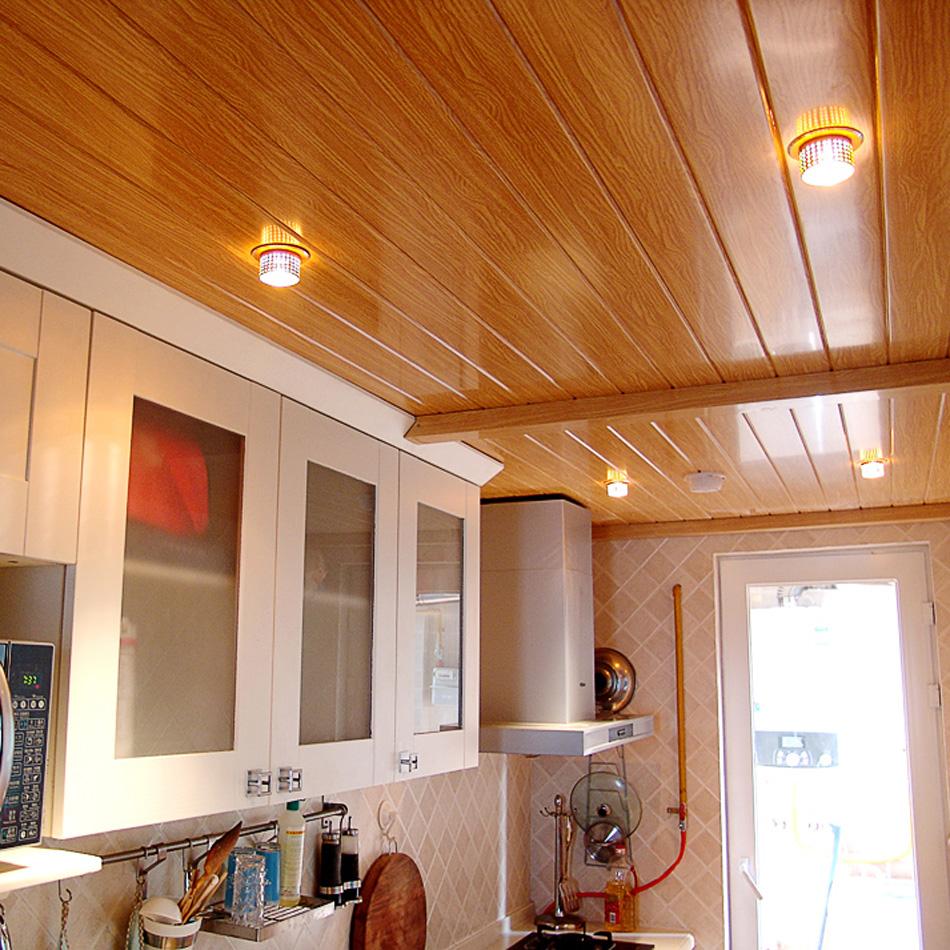 Потолок из декоративных ПВХ панелей