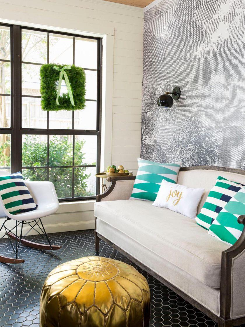 Деревянный малогабаритный диван