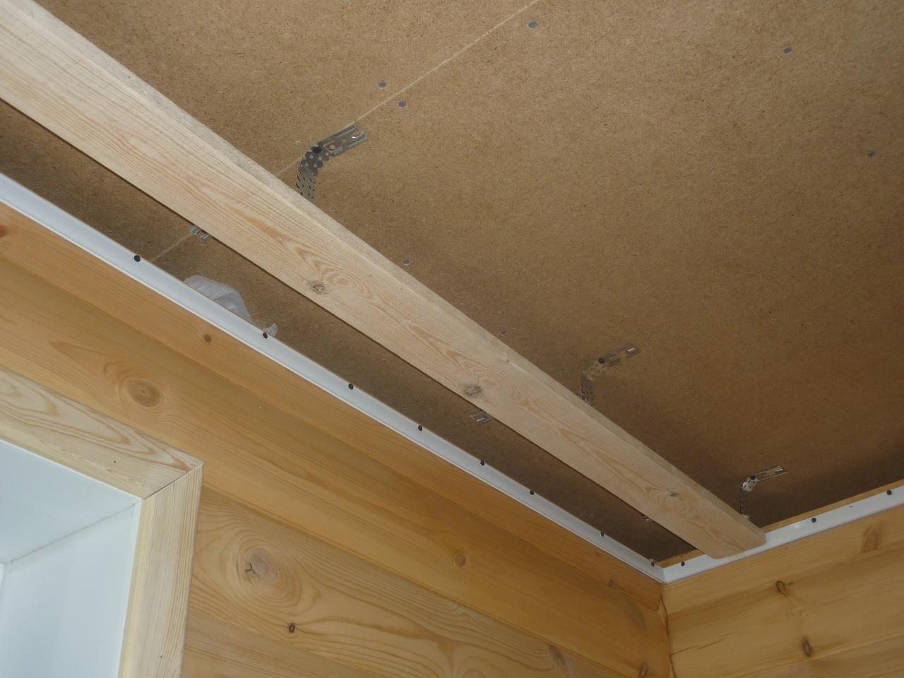 Ниша в деревянном потолке