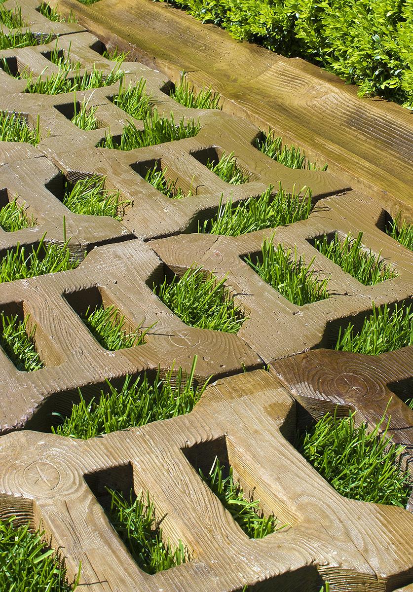 Деревянная газонная решетка