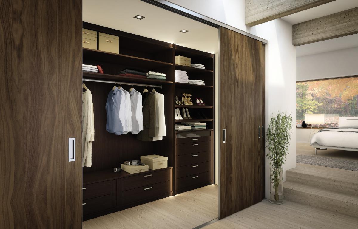 Деревянные двери в гардеробную