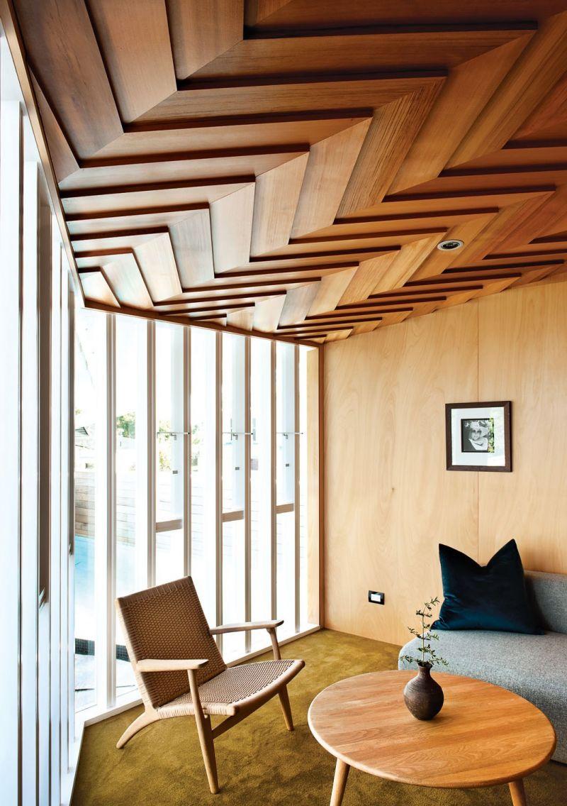 Деревянный потолок 2018