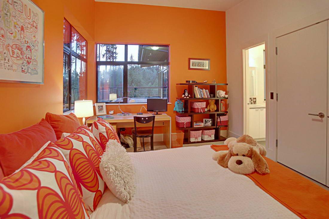 Оранжевые обои в детской
