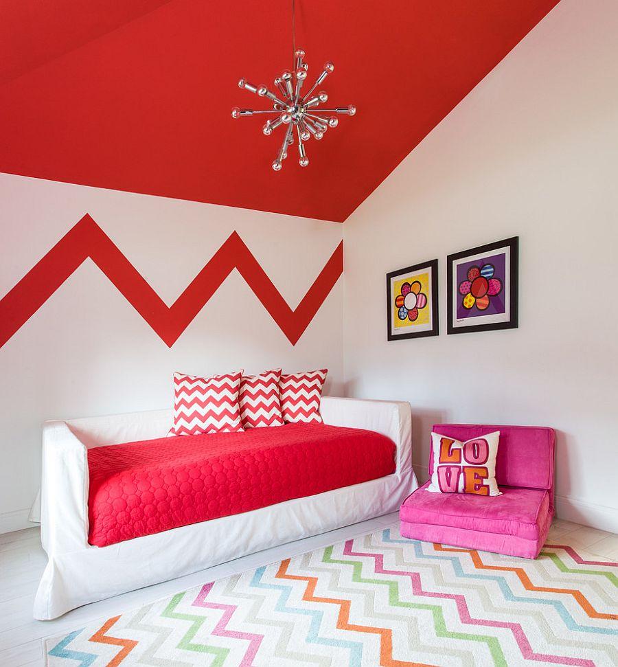Красный потолок в детской