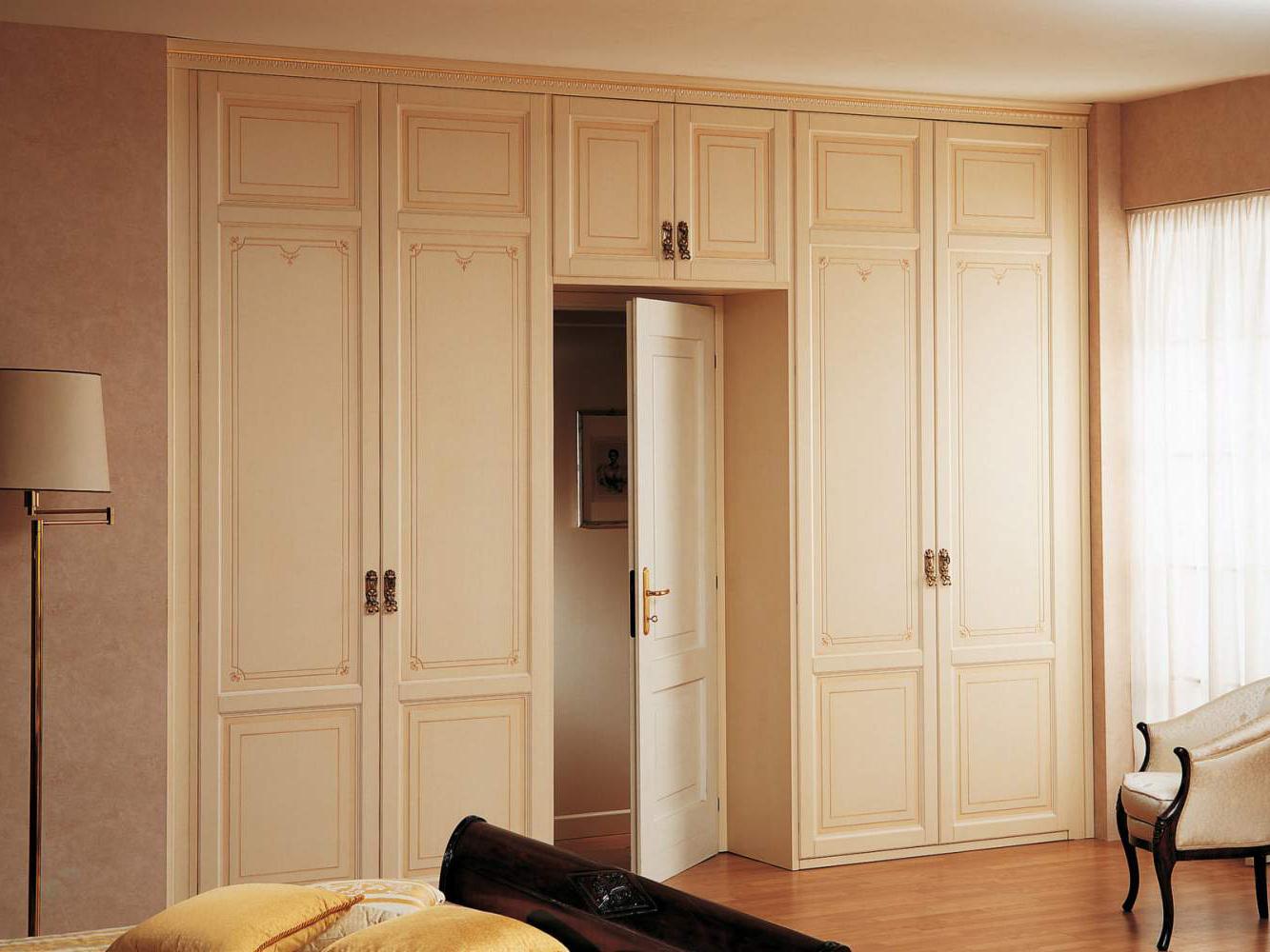 Дверь капучино с декором