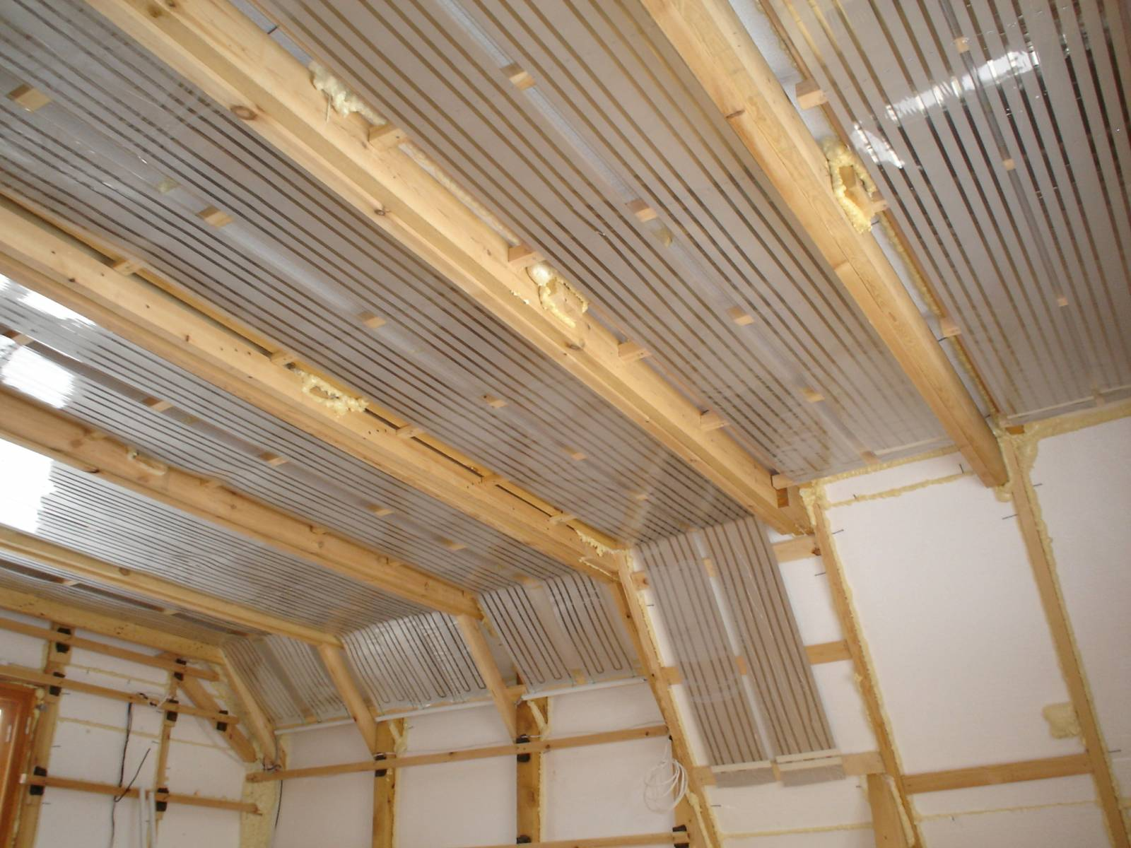 Инфракрасный потолок в деревянном доме