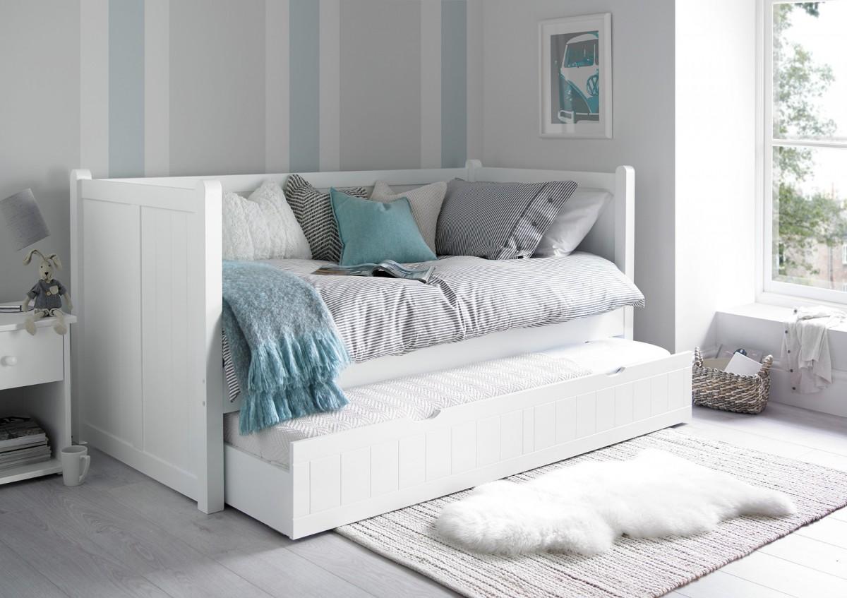Кровать тахта в доме
