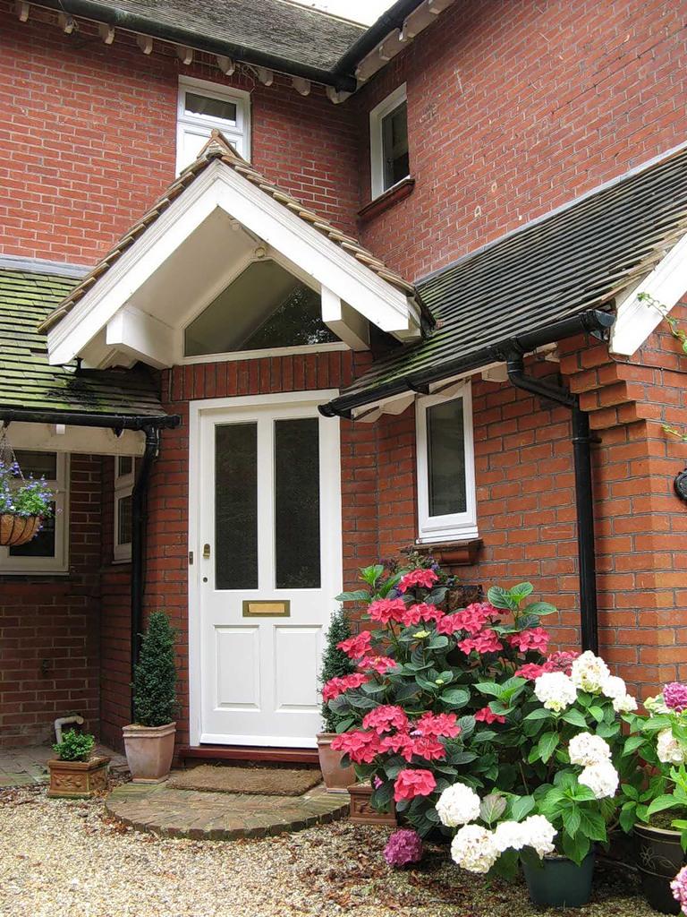 Дверь для загородного дома