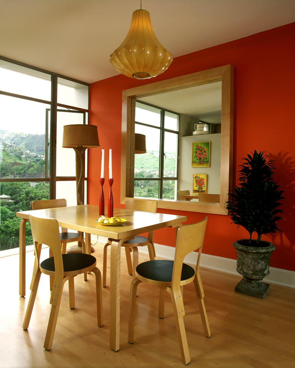 Оранжевые обои в доме