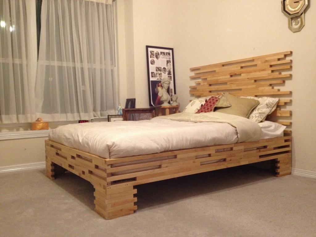 Кровать для дачи из досок