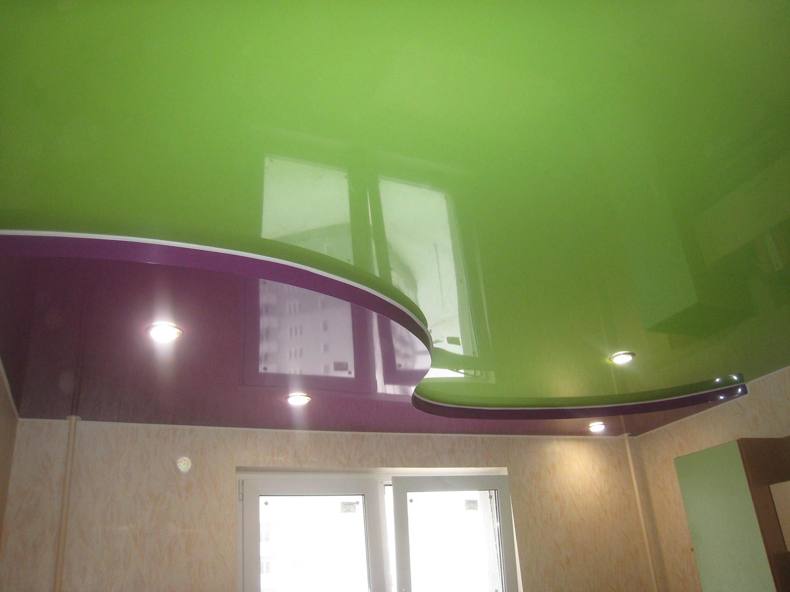 Двухцветный двухуровневый потолок