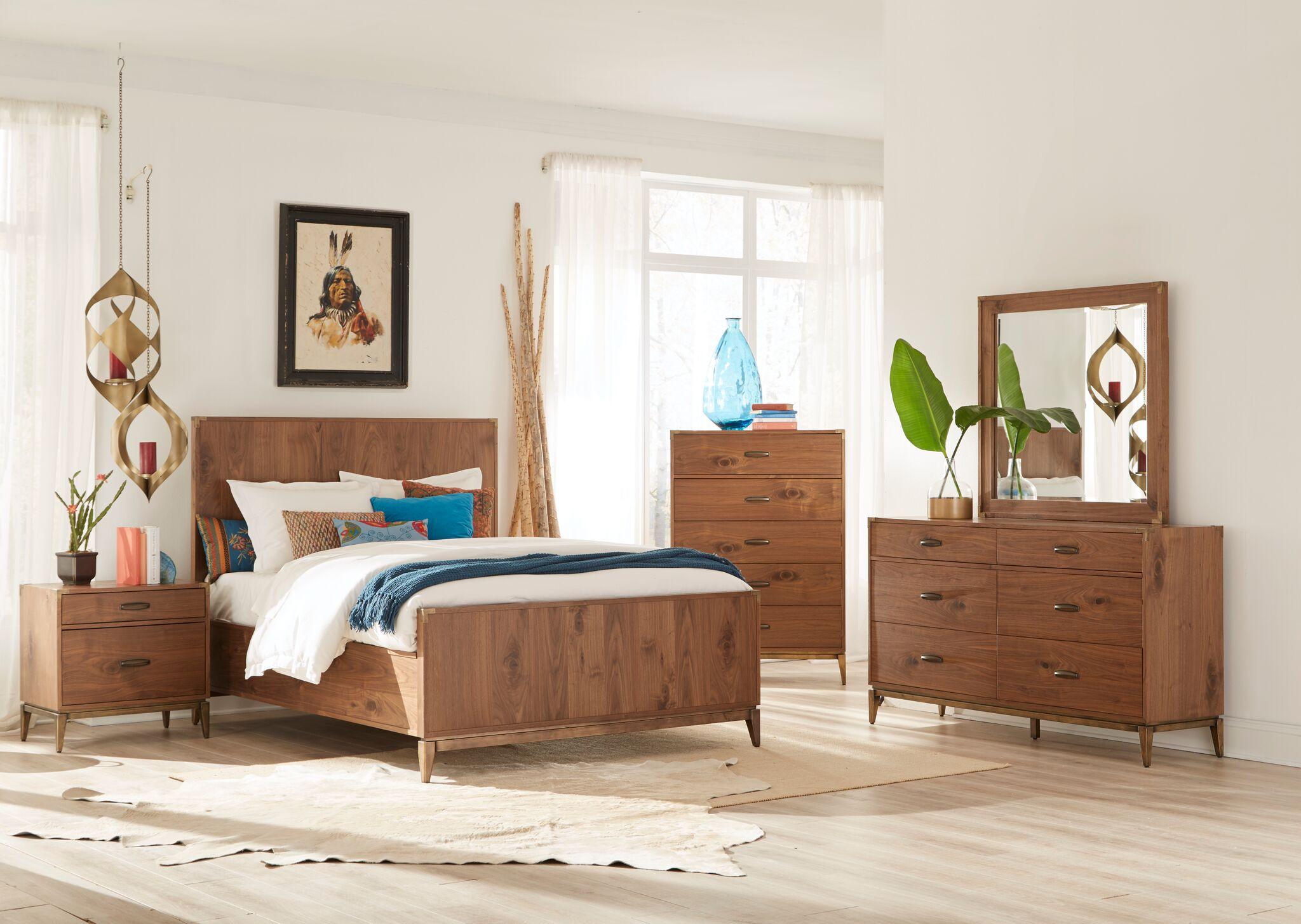 Двуспальная кровать из ореха