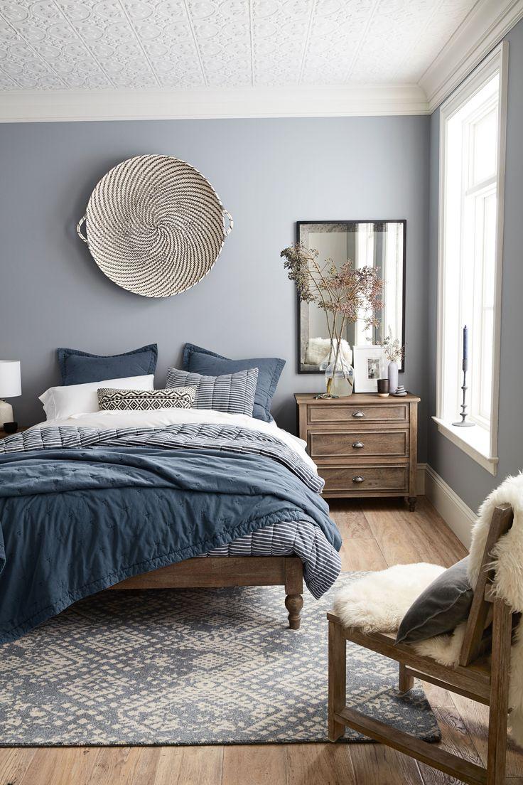 Серая спальня в стиле эко