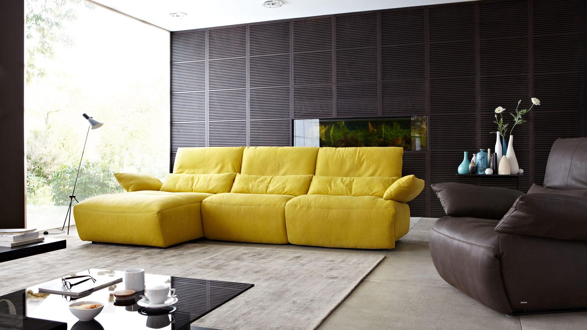 Перетяжка дивана экокожей