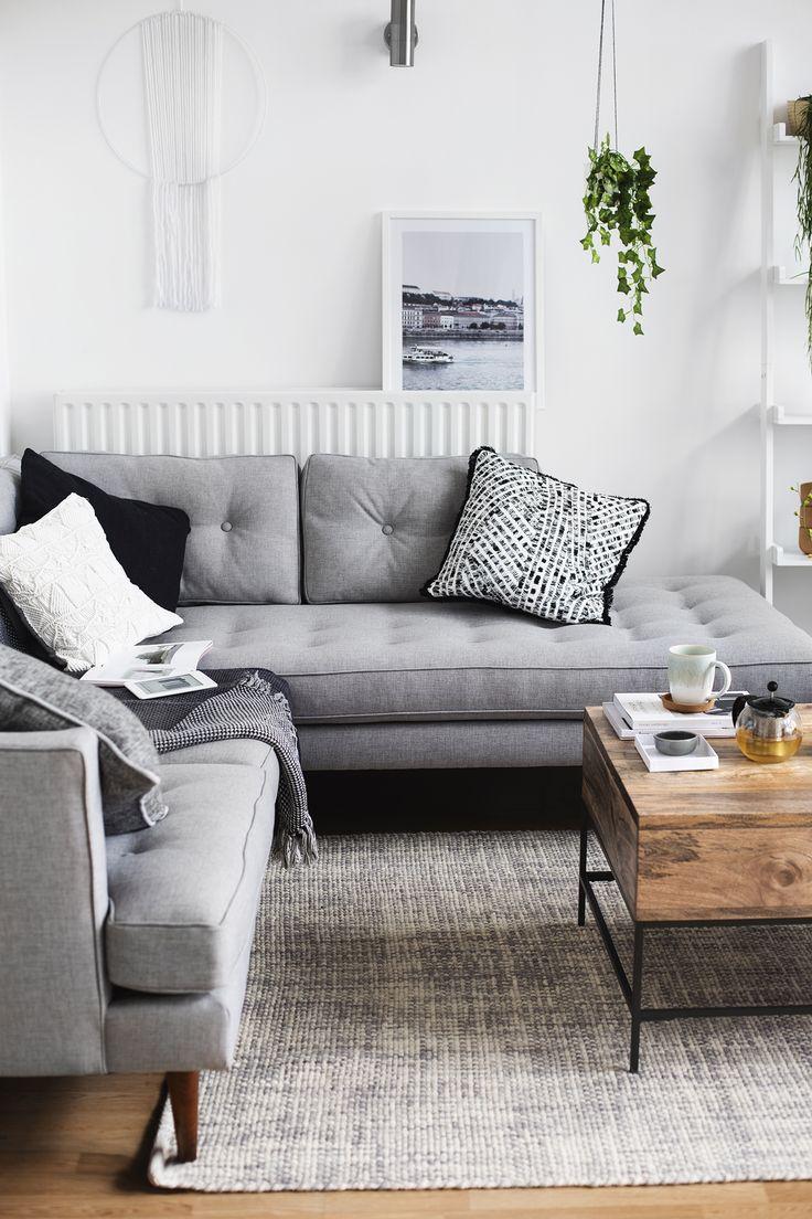 Серый диван в стиле эко