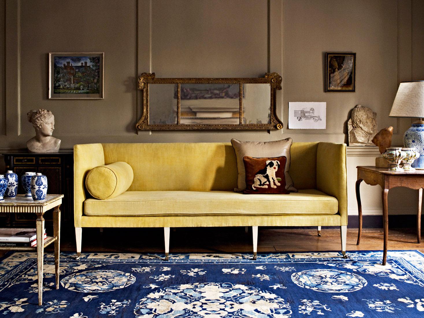 Желтый узкий диван в стиле этно