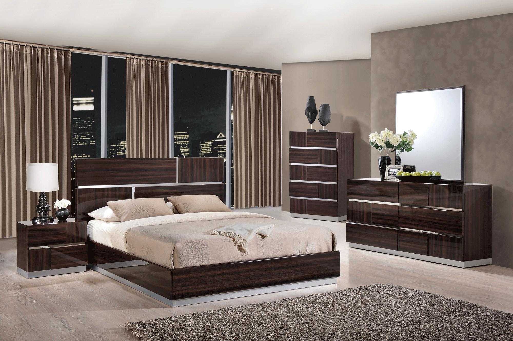 Глянцевая спальня в этническом стиле