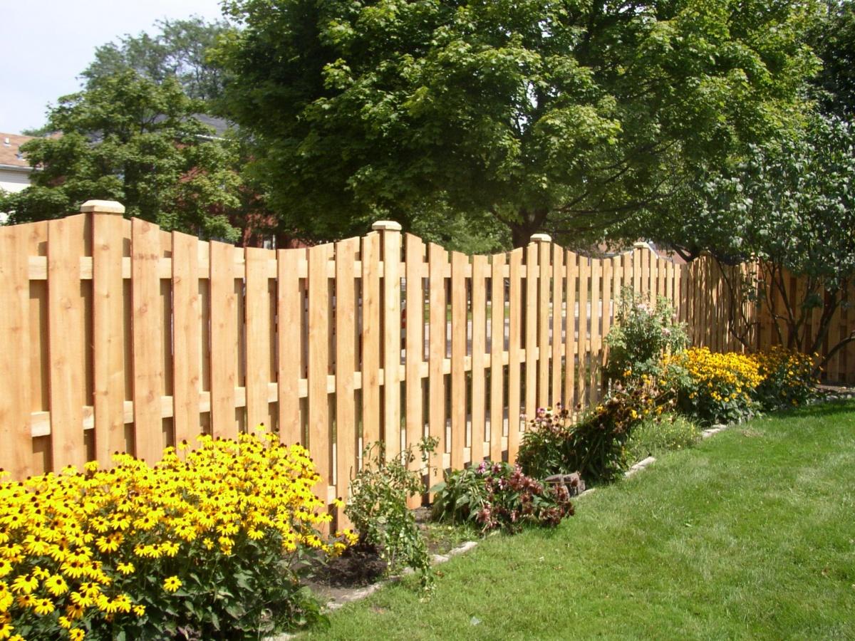 Фигурный забор из штакетника