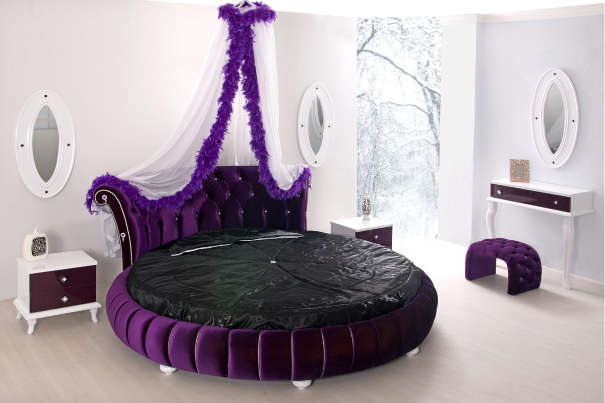 Овальная фиолетовая кровать