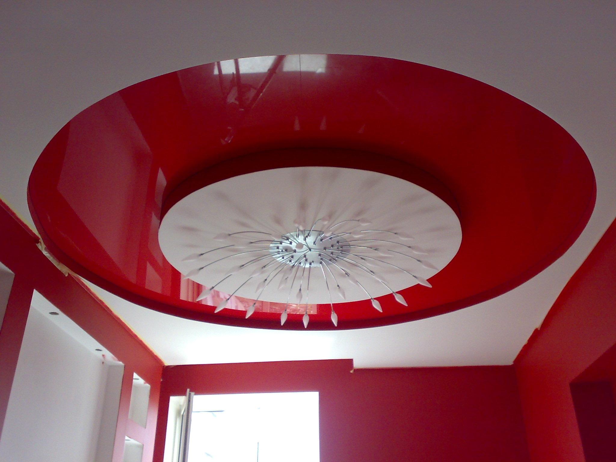Красный потолок из ГКЛ