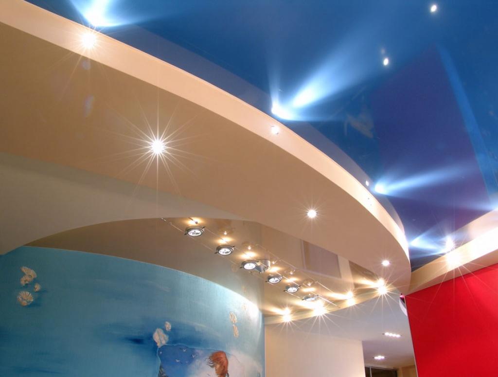 Двухцветный гипсокартонный потолок