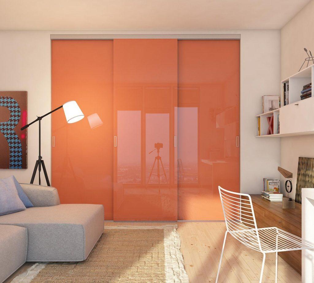 Глянцевые двери в гардеробную