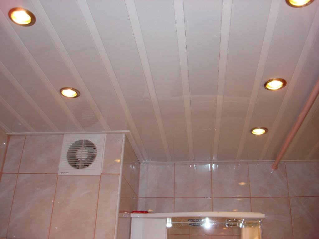 Глянцевые панели на потолке