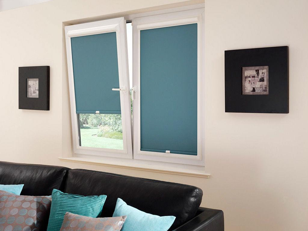 Кассетные голубые шторы