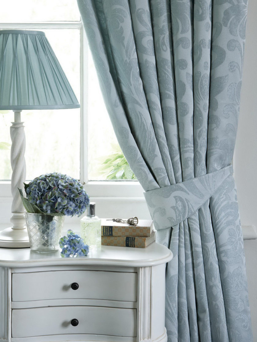 Современные голубые шторы