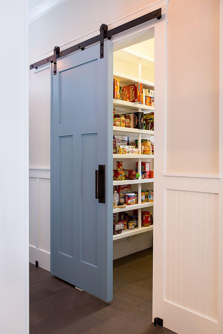 Кухонная голубая дверь