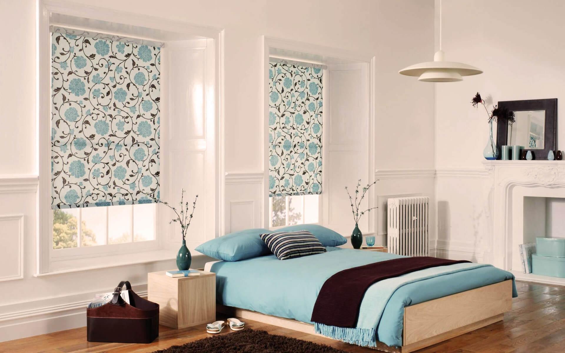 Короткие голубые шторы