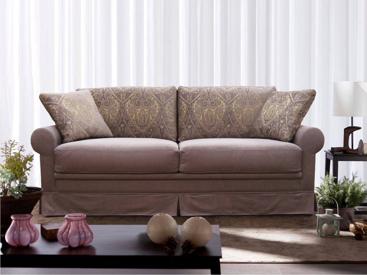 Узкий диван в гостиной