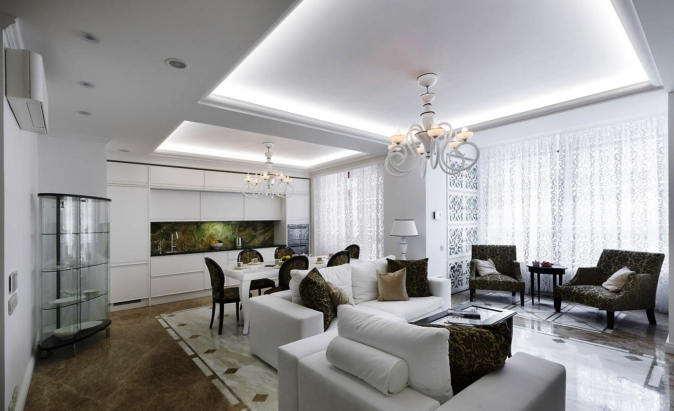 Фигурный потолок в гостиной
