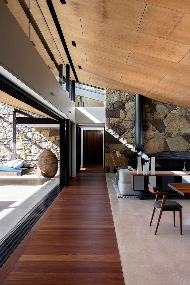 Потолок из фанеры в гостиной