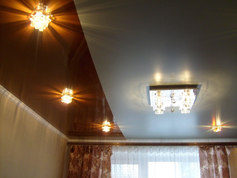 Двухцветный потолок в гостиной
