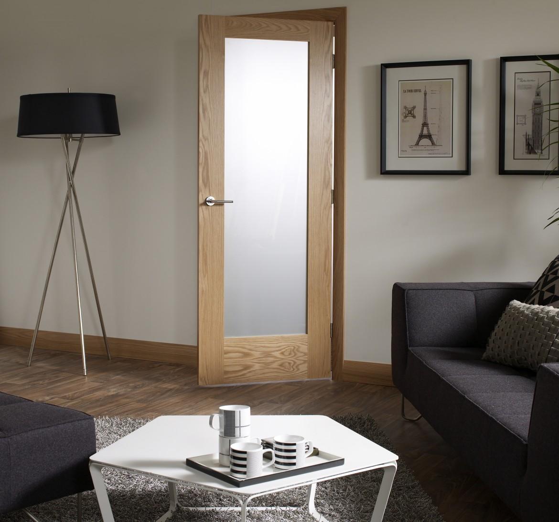 Межкомнатная дверь МДФ в гостиной