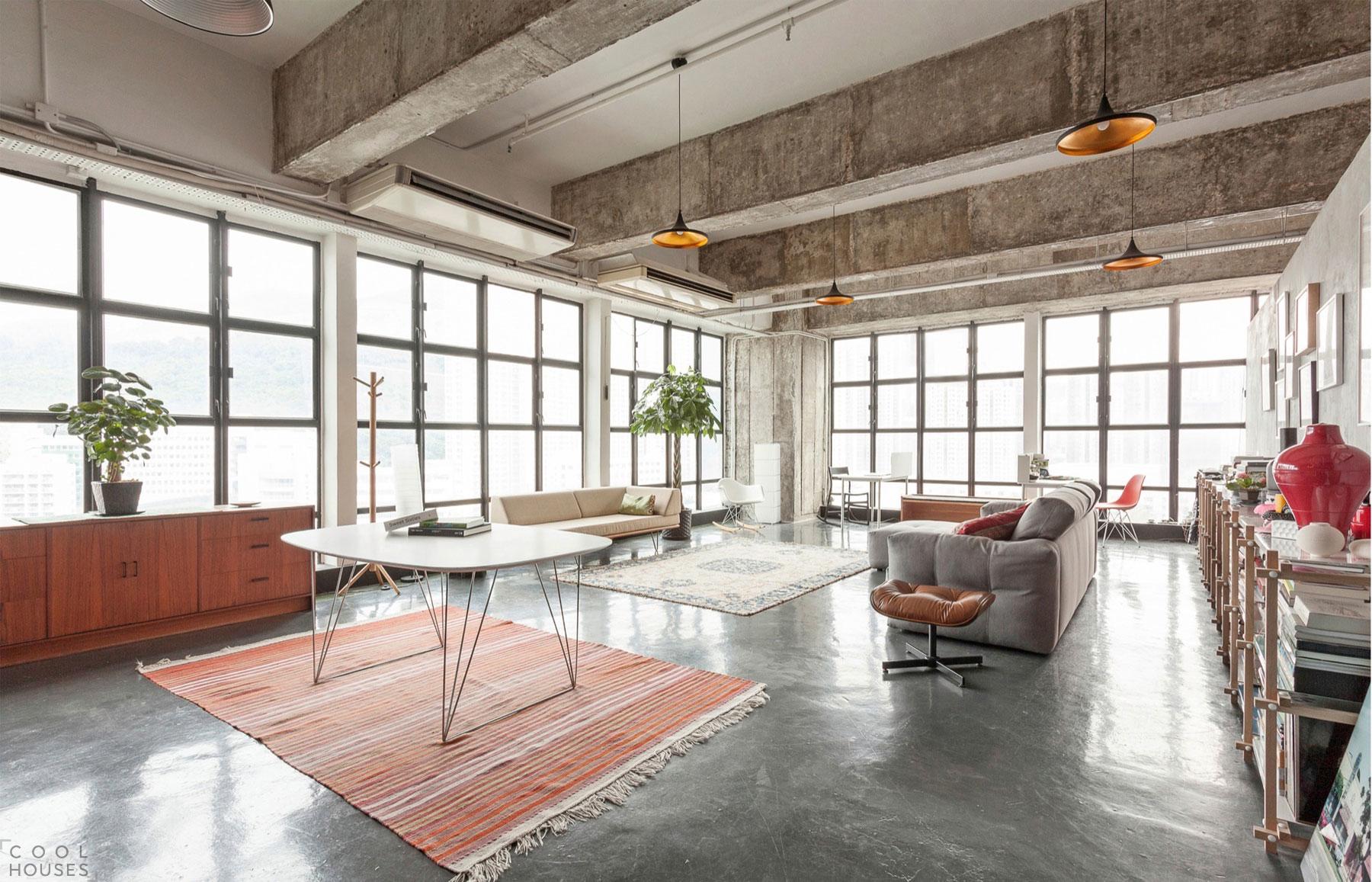 Потолок в стиле лофт в гостиной