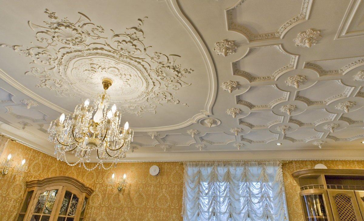 Лепнина на потолке в интерьере