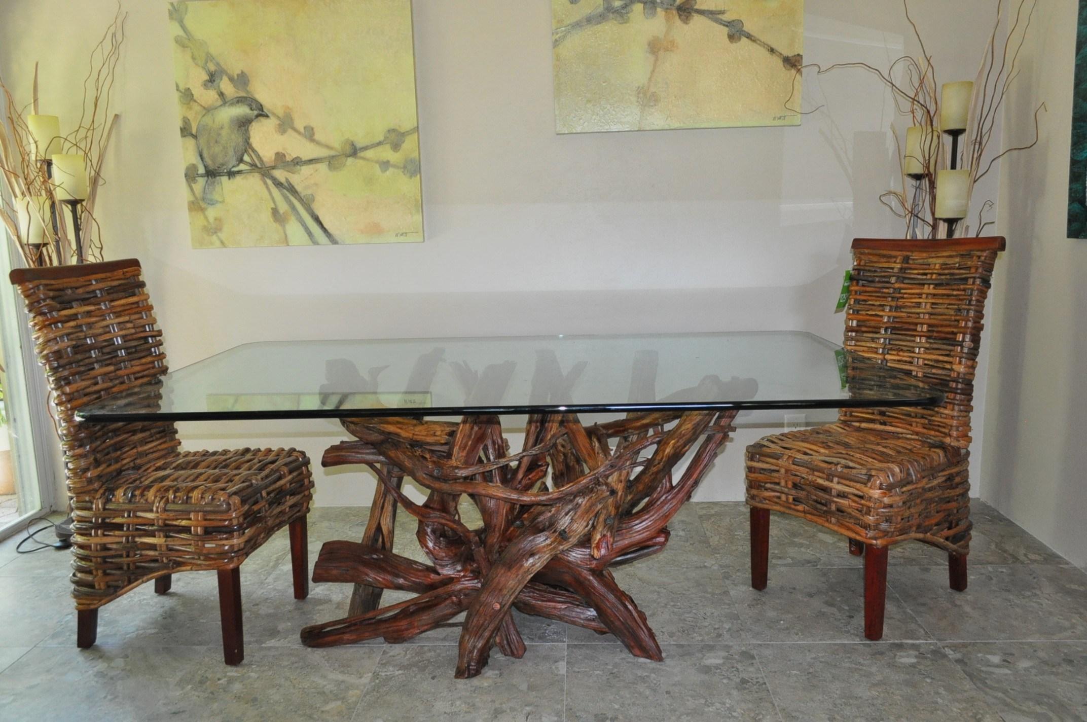 Стол из коряг в интерьере